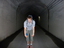 The start of the hike are two long tunnels, where nasty creatures are lingering around.