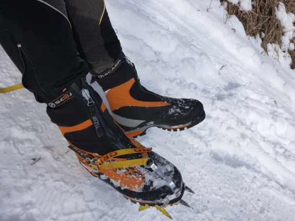 Returned to the forest road I take of my crampons, and say thank you to my new mountaineering boots, since I am still completely dry inside!