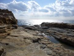 A bit like Tojinbo in Ishikawa, the sandstone cliffs near Shirarahama