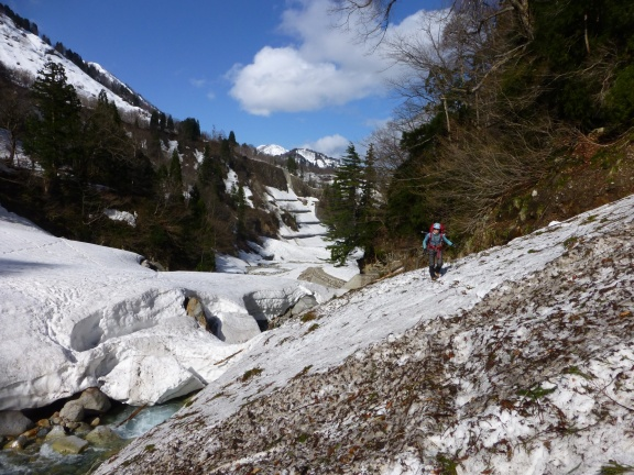 Along the way into the valley: fortunately enough old snow left that we didn't need to wade through the river several times