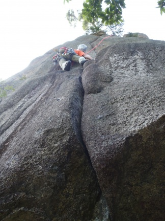 It looked like a nice crack, but it turned out to be a challenging layback followed by also challenging wall climbing. Not the simple cool down route I though it might be.