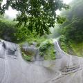 P1030435.JPG -- Slabs forming a huge bay with waterfalls, spectacular 五郎七郎滝