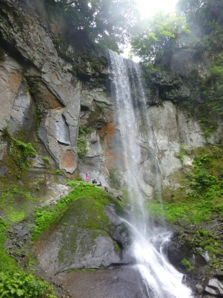 My team members standing behind the waterfall 岩洞滝