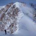 神奈山・前山 045.JPG -- The final step. Normally one needs crampons and axes here, but today there is lots of snow.