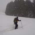 002.JPG -- Reusing a ski-down track not to disappear in the snow