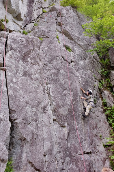 A route for small fingers: チャック - said to be 5.10a, but not for big-fingers like me