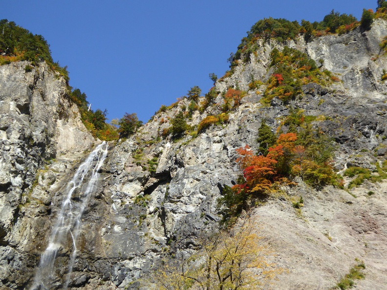 Sky, water, rocks, colored leaves - the perfect combinations