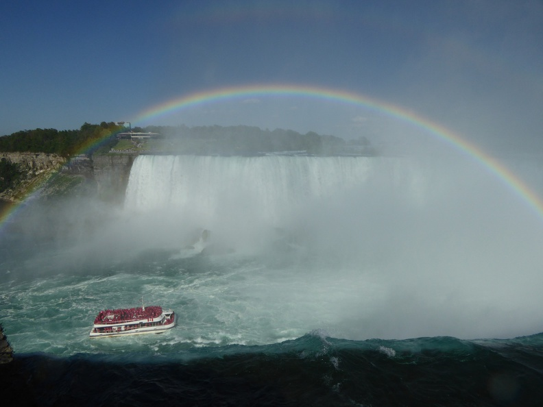 Horseshoe Falls with boat and rainbow, lovely.