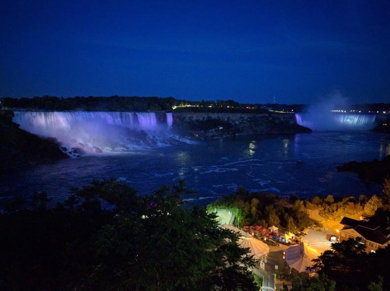 Night view onto Niagara falls