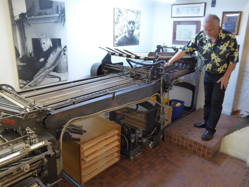 The folding machine creates from a printed signature 16 pages in proper order.