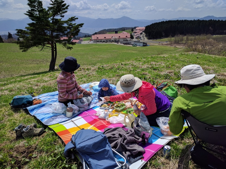 Picnic at the pastures over Ono, Fukui